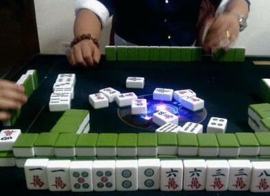 麻将高手教你打麻将,杠牌也是有窍门的!