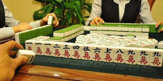 玩麻将,碰牌应该是牌都碰吗?