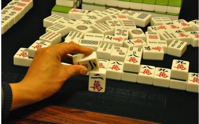 打麻将学会这4个神奇的技巧,赢到对手不敢跟你玩